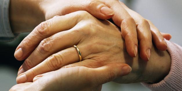 n-women-holding-hands-628x314
